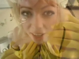 Adrianna nicole em yellow borracha luvas - porno vídeo 841