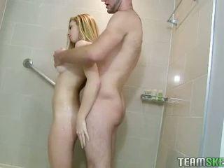 Blond taylor whyte sex im die badezimmer