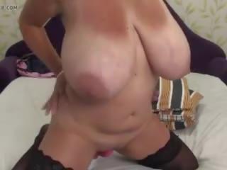 Milzīgs floppy krūtis un dildo par vebkāmera, porno 75