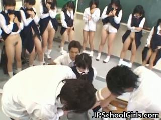 Heet seks meisje in school- klas