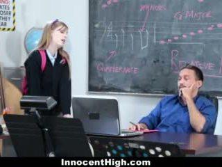 Innocenthigh- χαριτωμένο κοκκινομάλλα/ης fucks αυτήν δάσκαλος