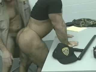 Officers tovább a loose