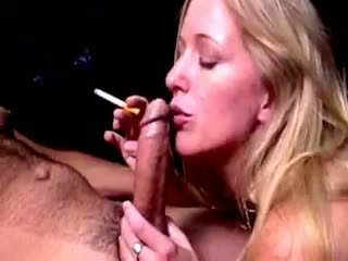 गोरा hoe dia zerva smokes और gives fellatio