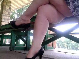 Wanita gemuk cantik di hak sepatu