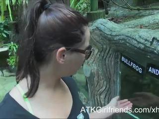 Tu sperma pe speranță howell's ochelari pe vacanță în malaysia