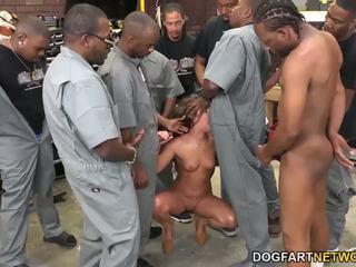 Amirah adara fucks an entire crew od črno guys