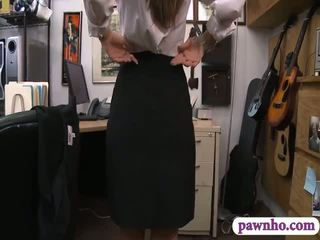 Seksuālā card dealer pawns viņai twat un screwed uz the slepenā istaba