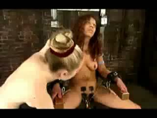 红发 女孩 tied 到 椅子 tortured 同 electricity 性交 同 electric dildos 由 mistresstrixtrixtrix 在 该