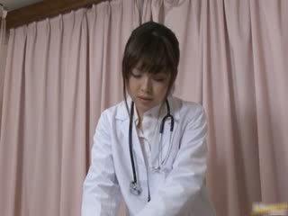 Japānieši female ārsts gets daži karstās sekss