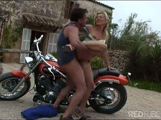 Styggt momen jag skulle vilja knulla biker fan för en safe ritt