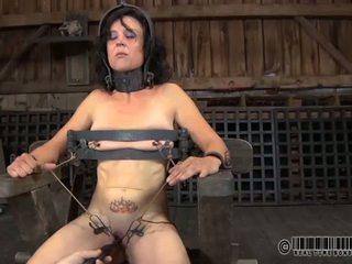 Punishment για babes ρώγες