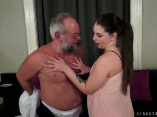 Angelina brill fucks an 古い gentleman