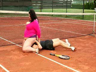 Huge horny plumper facesits tennis bud...