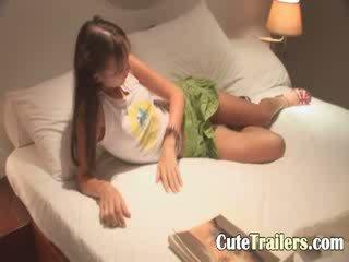 Anorectic lány cums előtt egy alvás