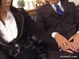 เซ็กซี่ เลขานุการ satomi maeno touches an ขี้เหร่ หำ!