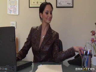 Duży titted secretaries pics