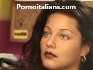 Italienska lady licking hårig fittor våt kuk craving