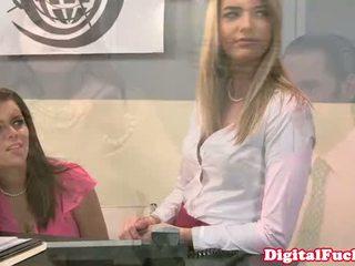 Diwasa hot cougar star julia ann facialized