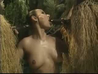 الأفريقي brutally مارس الجنس الأميركي امرأة في أدغال فيديو