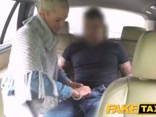 Faketaxi casada senhora sucks e fucks driver