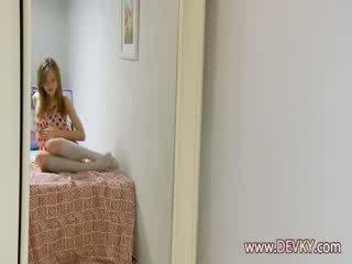 Ultra langsing proana gadis menyebarkan lips