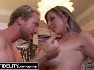 Pornfidelity - كبير حلمة الثدي ميلف sara jay و kelly جعل ryan بوضعه ثلاثة times - الاباحية فيديو 261