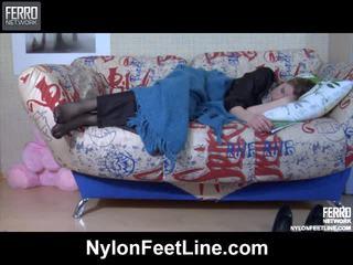 Vivian 과 nicholas 나일론 footfuck 비디오