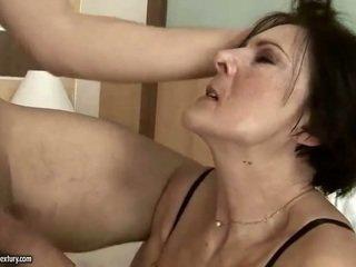 角质 老 女佣 getting 性交 硬