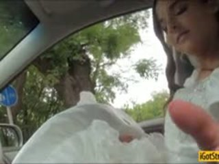 Runaway ब्राइड amirah adara pounded साथ stranger में एक कार