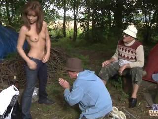 Two 古い men ファック a 女の子 のために 彼女の wiskhey