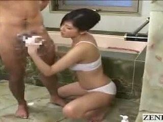 Ιαπωνικό μαμά gets χύσιμο στο πρόσωπο