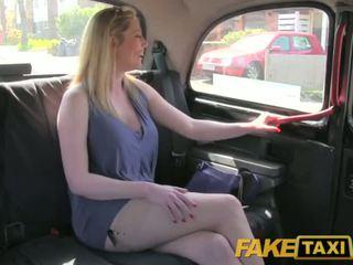 Faketaxi malaswa british matandang mahilig sa mas batang lalake ay happy upang magkantot ang london taxi driver