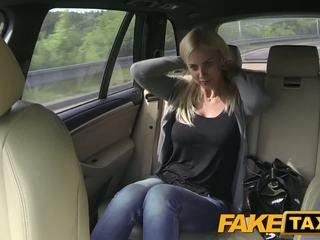 Fake taxi 大 奶 和 大 curvy 體 sucks 迪克