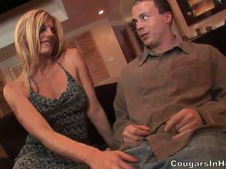 Slutty blonde hoe gives fantastic blow...