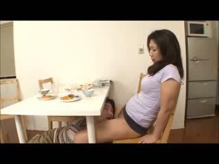 Japanilainen vaihe äiti kanssa ei sukkahousut