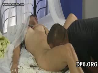 Virgin tries henne 1st dong