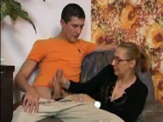 妈妈 和 不 她的 儿子