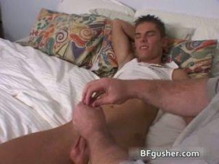 Brandon acquires su sexy gay pene jerked
