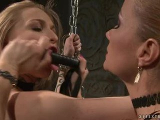 Katy borman tortured līdz slutty hottie ar chain