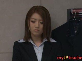 Ai haneda aziāti skolotāja iekšā seksuālā video