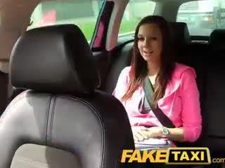 Faketaxi fac fille avec grand naturel seins pays son manière