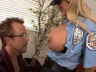Jāšanās ka krūtainas policists shyla stylez