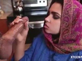 Middle eastern nastolatka ada gives głowa i gets ripped ciężko
