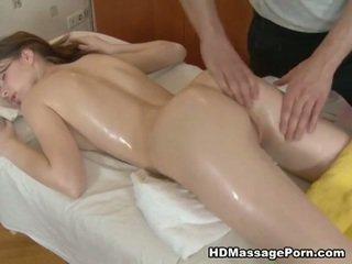 Kívánós masseur bangs egy szexi ügyfél