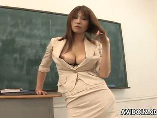 Het bystiga ai kurosawa smutsiga läraren med enormt