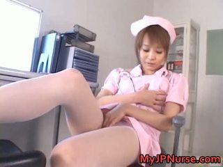 Impressionnant asiatique infirmière has jouet penetration