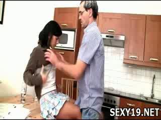 調皮 女孩 gets 性交 sideways