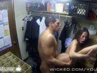 Méchant - kalina ryu gets baisée en la closet