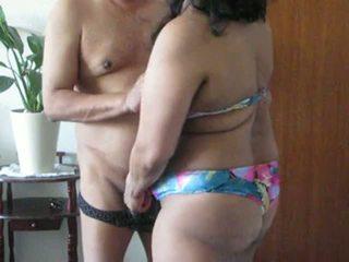 Indiano milf aunty plays con suo grasso tette