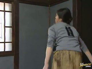 Sensuous japānieši mājsaimniece has shaged gigants onto the grīda